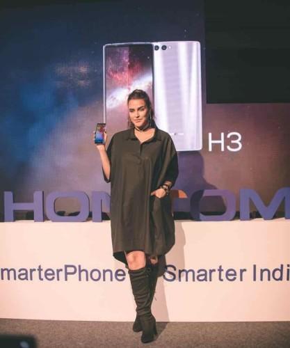 thumbnail_Neha Dhupia Launching HOMTOM Mobile